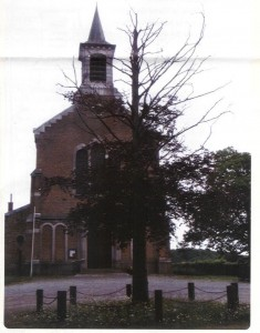 L'église de Haut-Bois et l'arbre mort